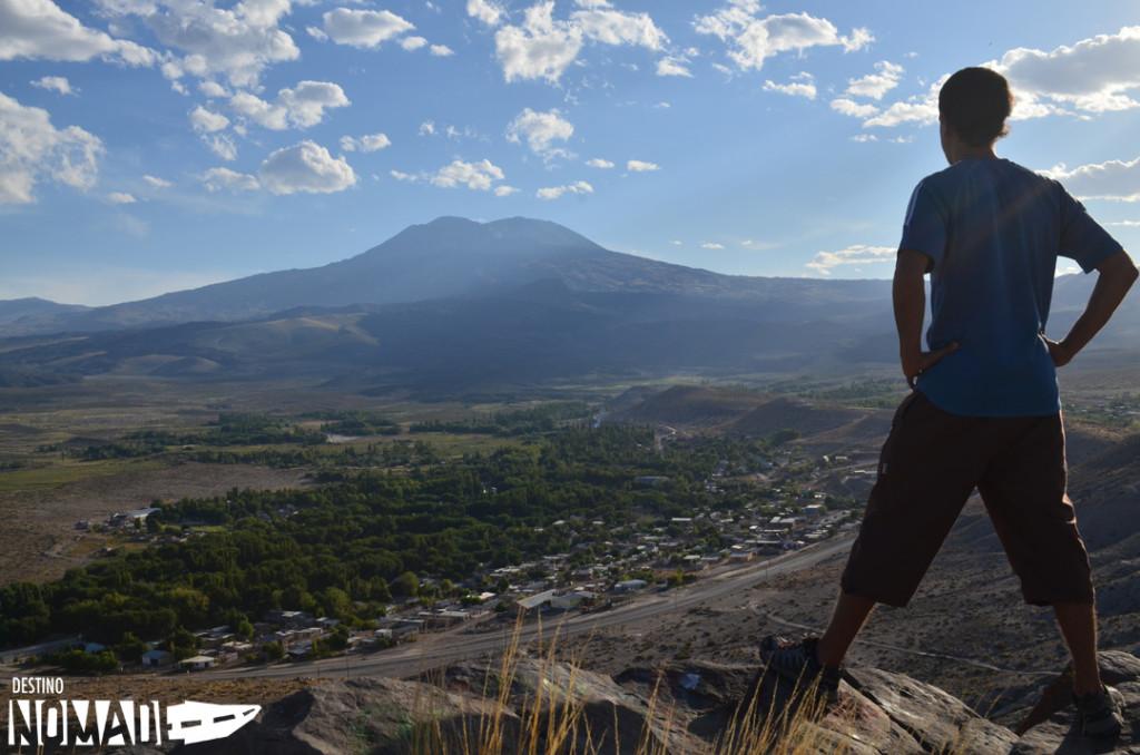 Buta Ranquil y volcán Tromen, norte neuquino