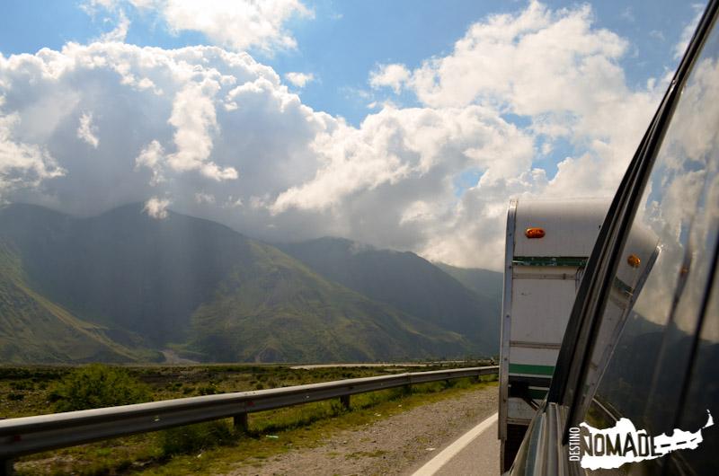 Recorriendo la Ruta 9 hacia la Quebrada de Humahuaca